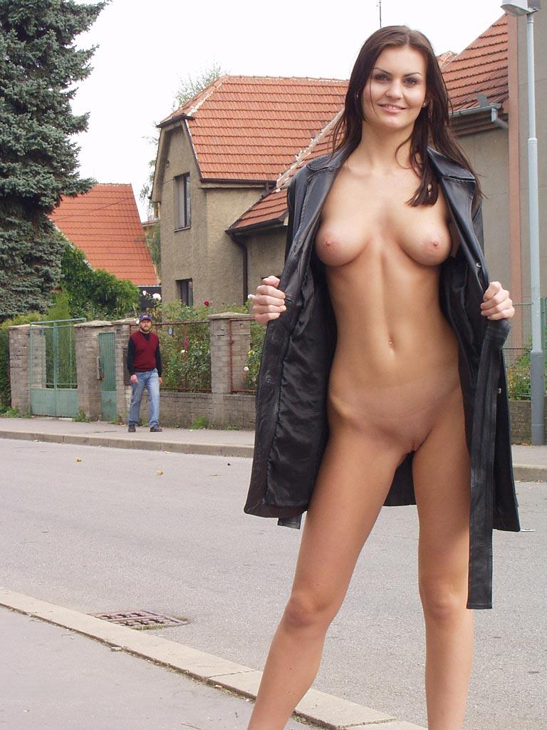 nikola-nude-in-public-23