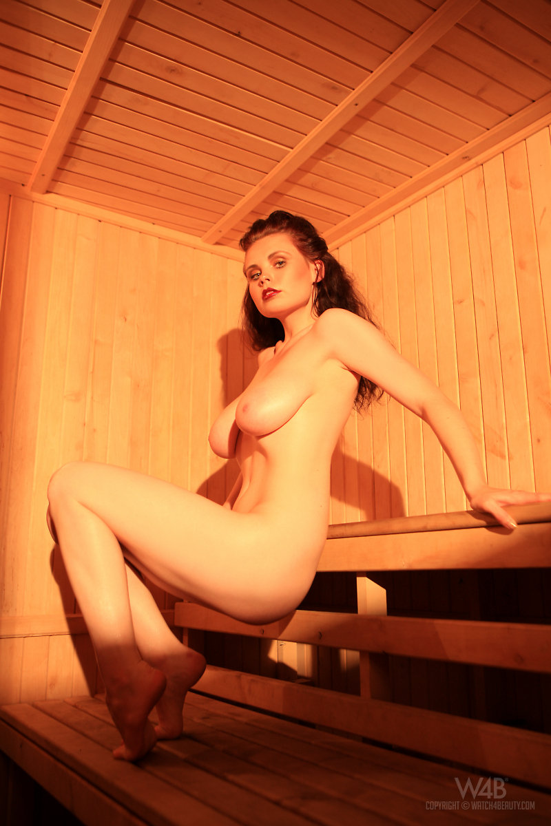 girls-nude-in-sauna-38