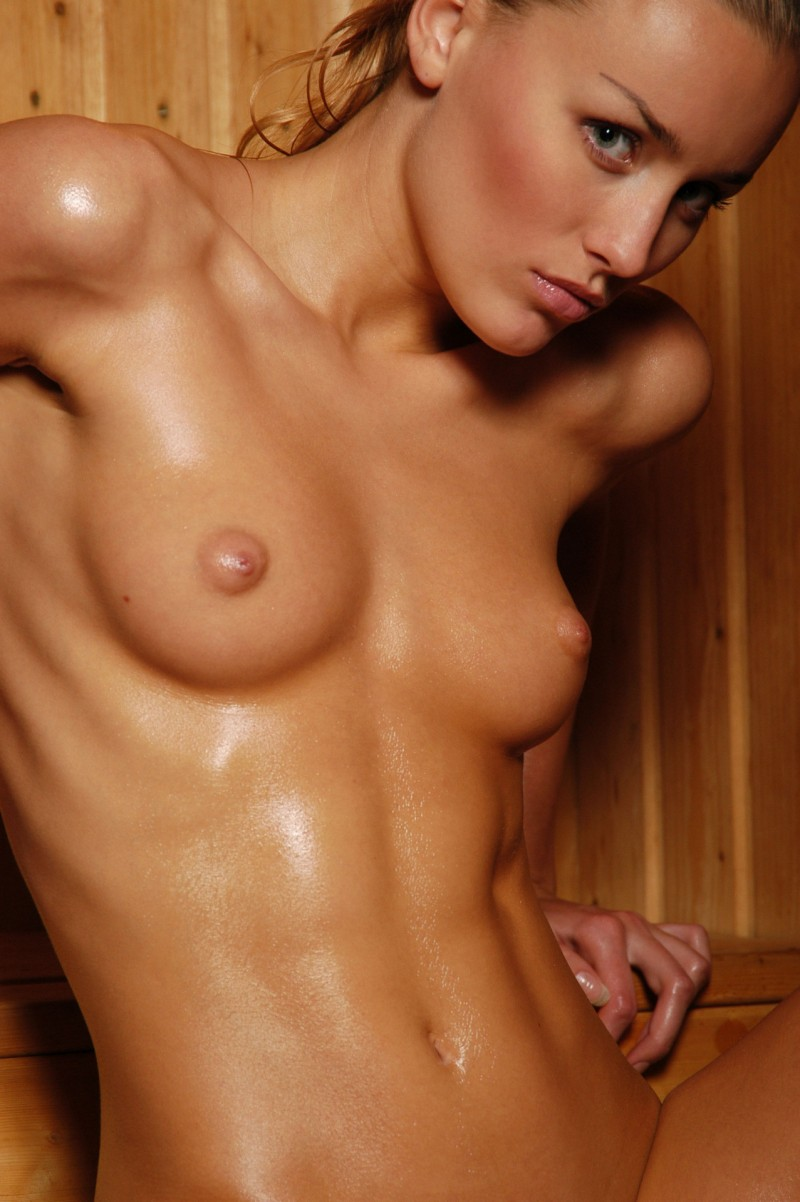girls-nude-in-sauna-42