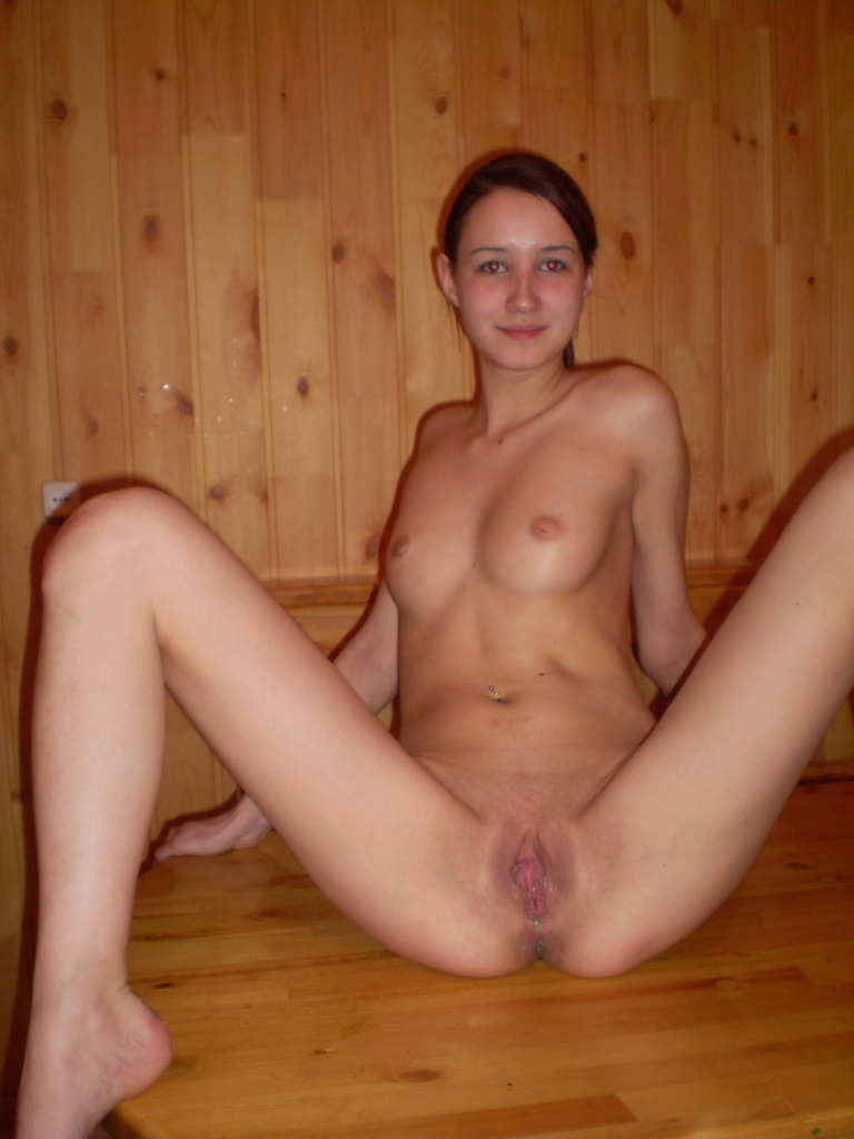 Not Girls nude in der sauna
