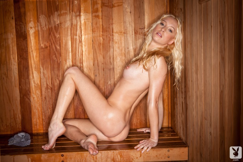 girls-nude-in-sauna-72