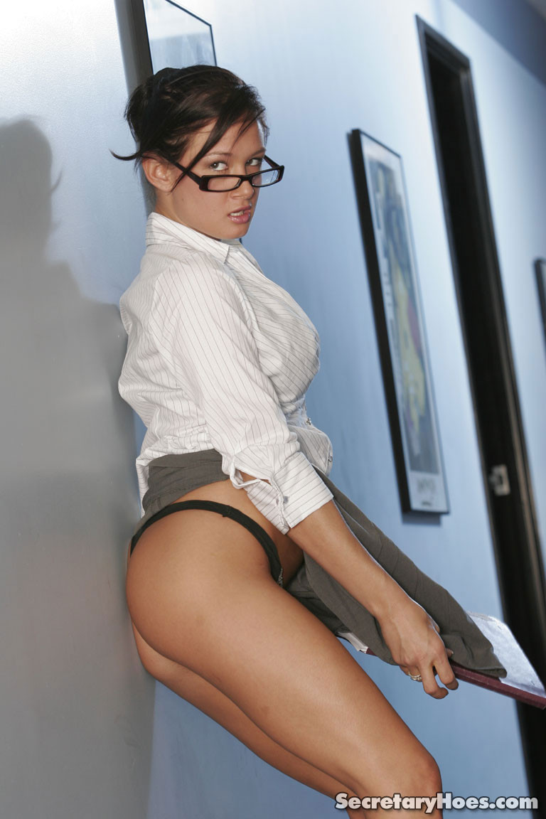 tory-lane-boobs-naked-glasses-secretaryhoes-06