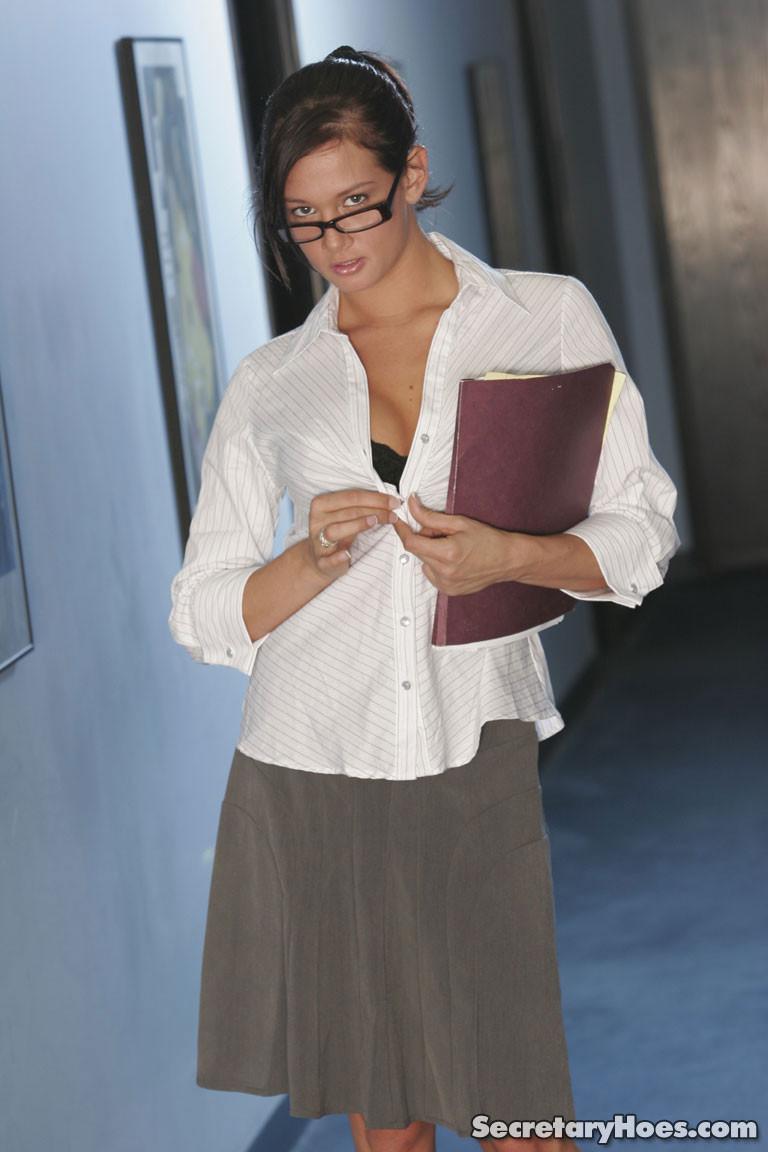 tory-lane-boobs-naked-glasses-secretaryhoes-14