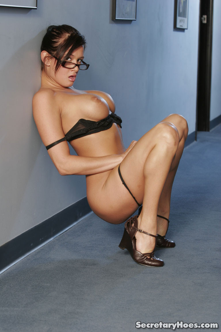 tory-lane-boobs-naked-glasses-secretaryhoes-27
