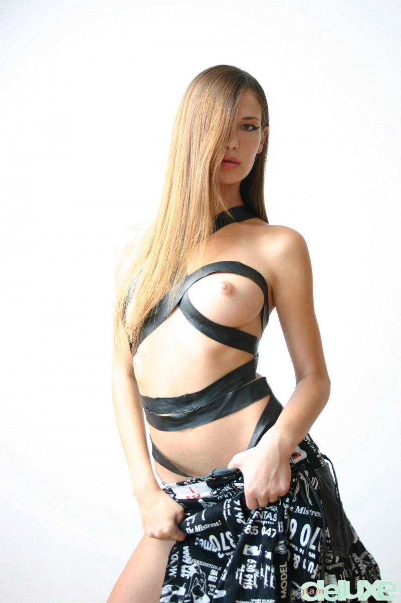 jessica-black-straps-glamdelux-02