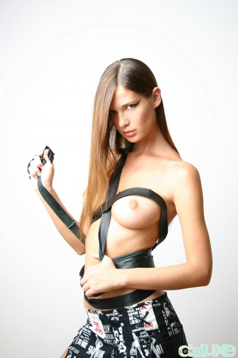 jessica-black-straps-glamdelux-03