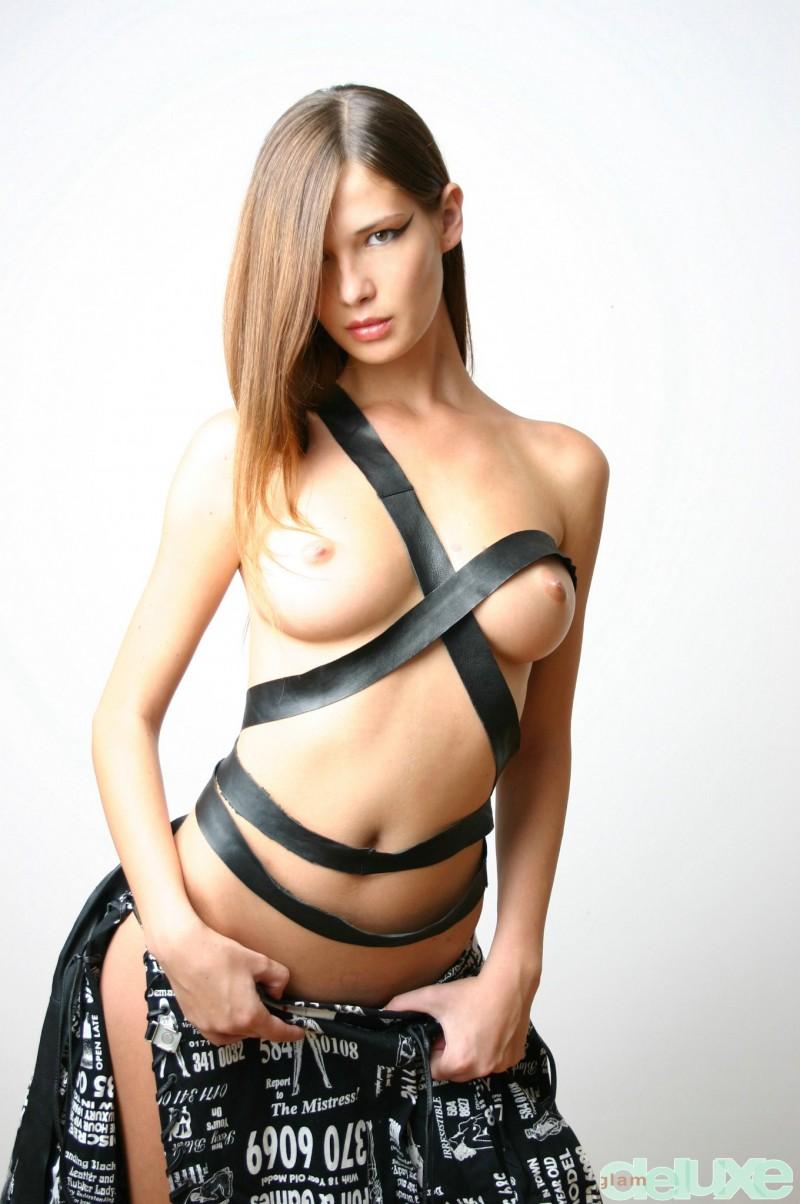 jessica-black-straps-glamdelux-05