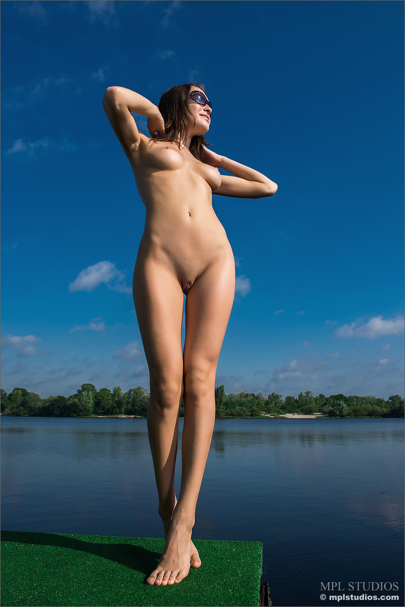 yulianna-river-nude-sunglasses-mplstudios-12