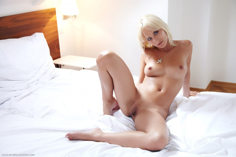 colette-bedroom-errotica-archives-01