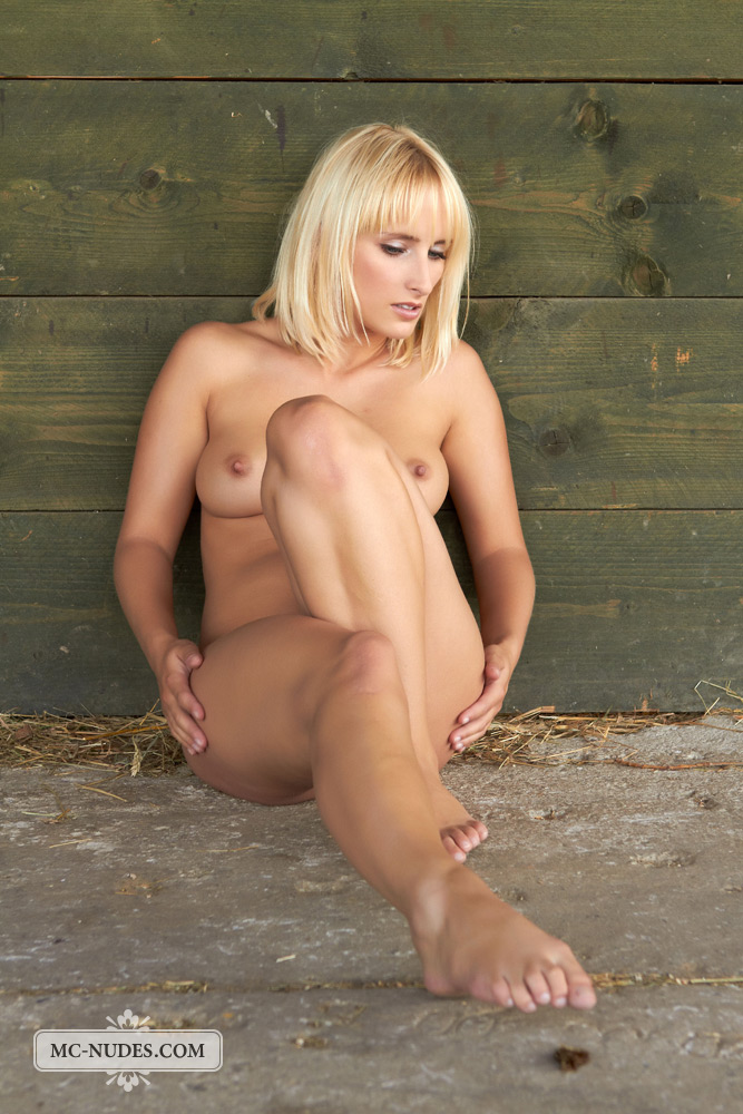 colette-horse-stable-mc-nudes-11