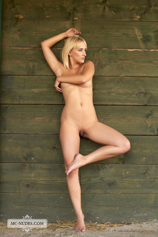 colette-horse-stable-mc-nudes-13