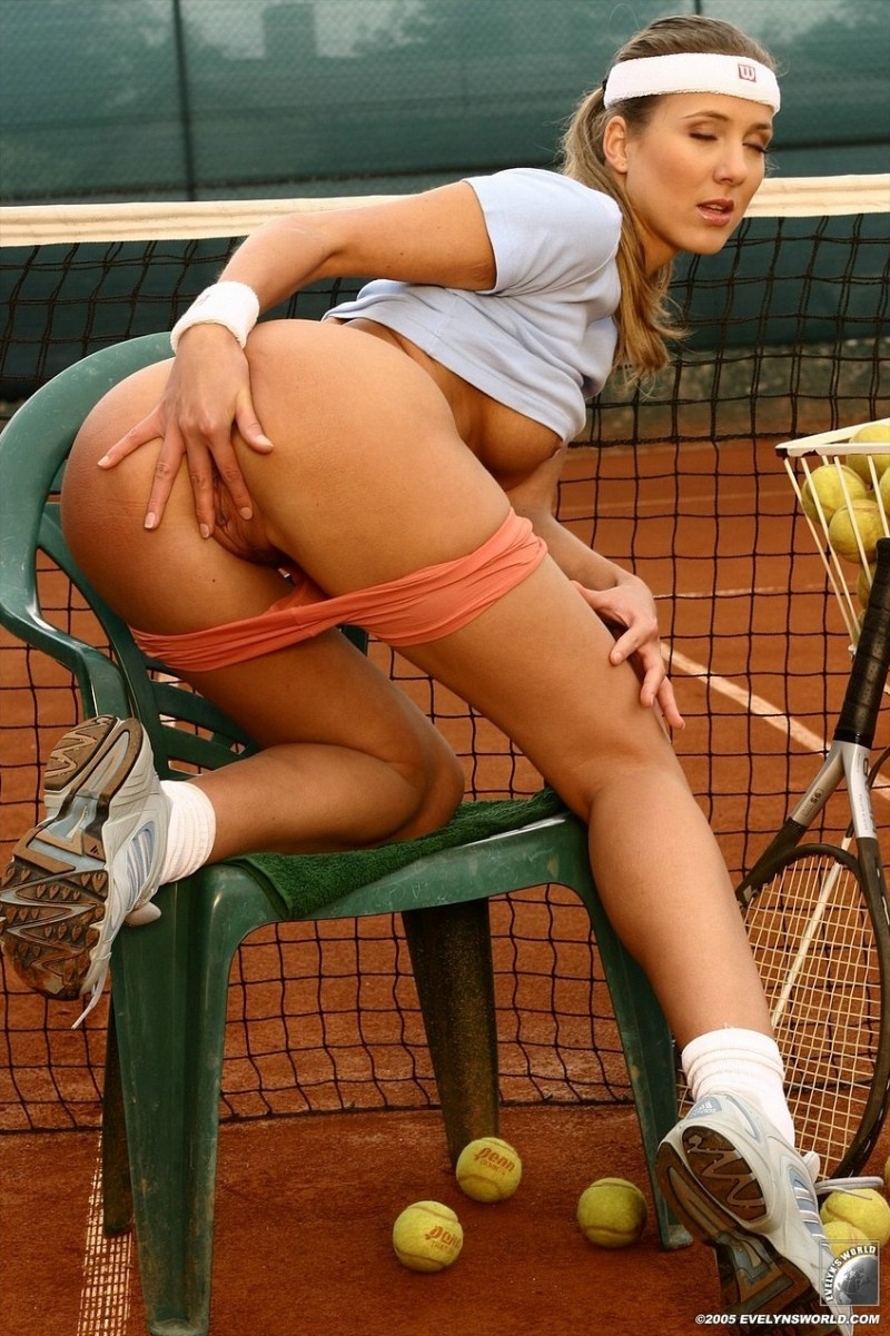 Woman player tennis naked