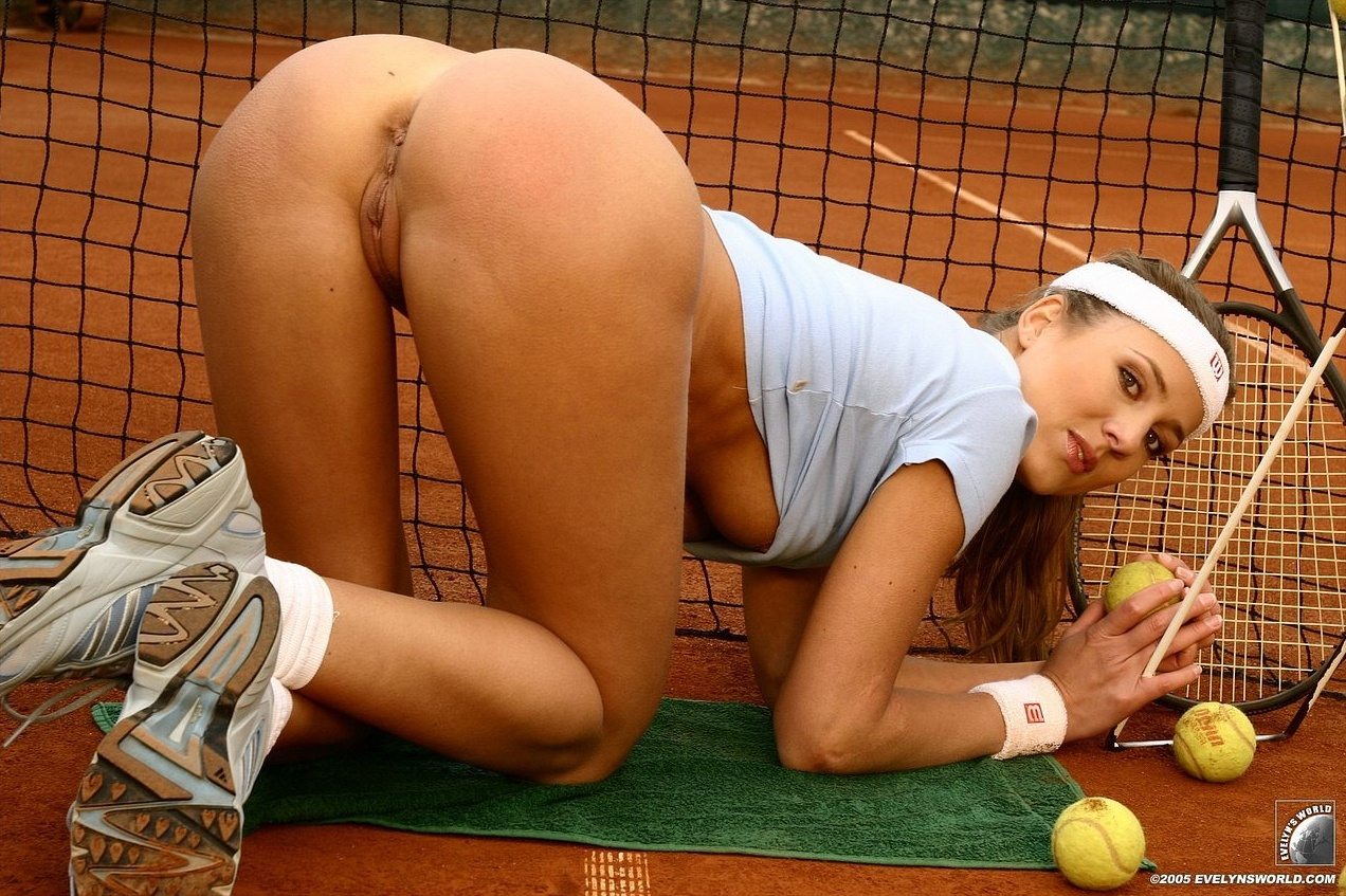 womens tennis naked shoot