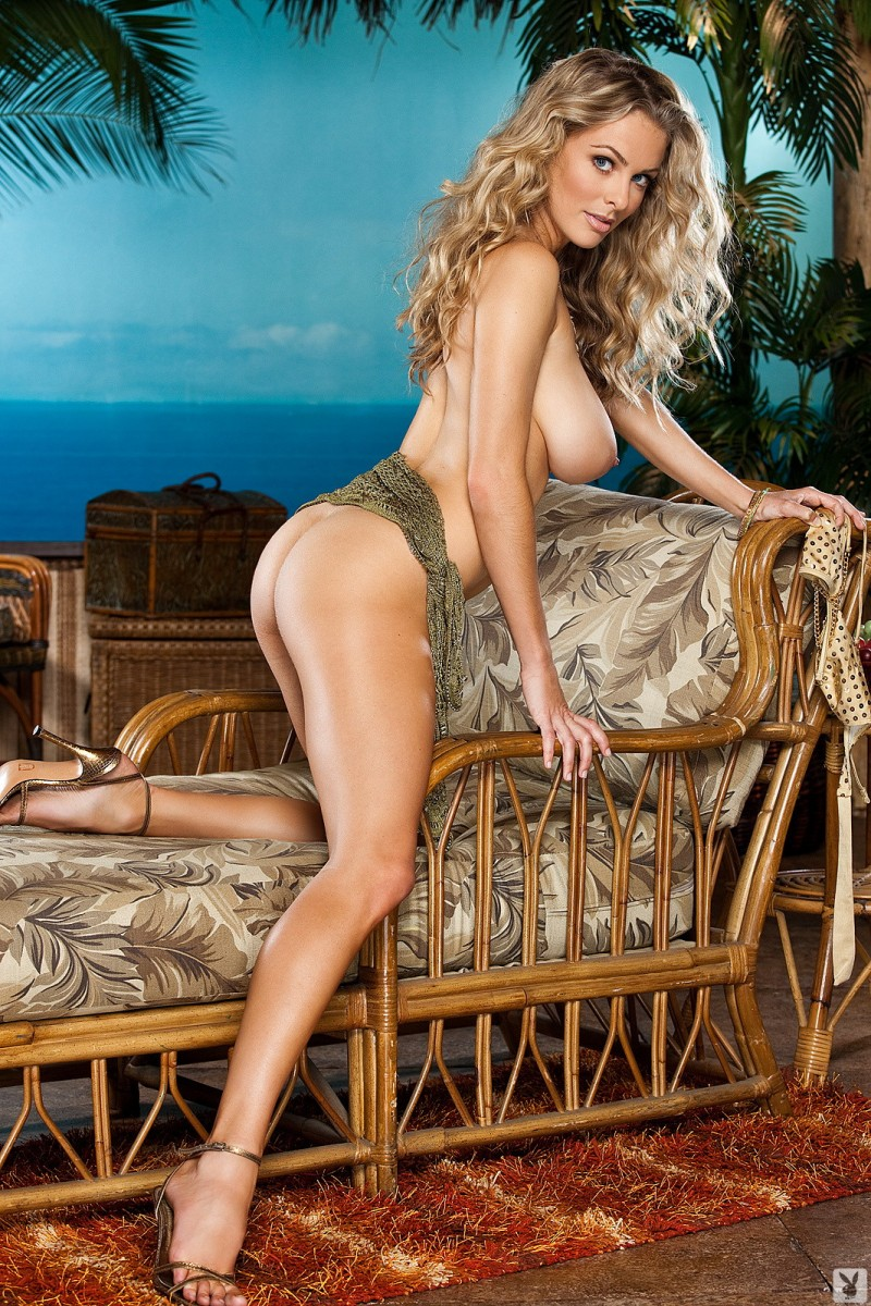 shanna-mclaughlin-boobs-playboy-04