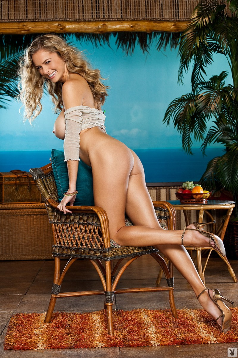 shanna-mclaughlin-boobs-playboy-15