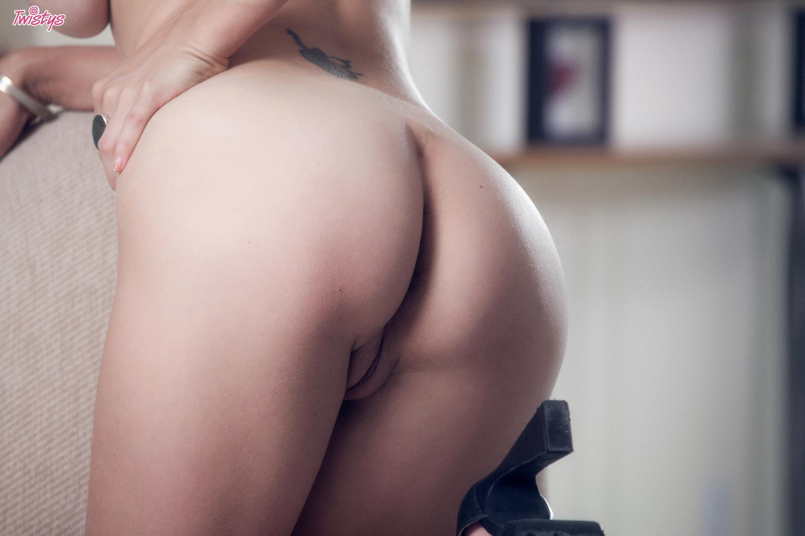 shay-laren-corset-blonde-tits-nude-twistys-18