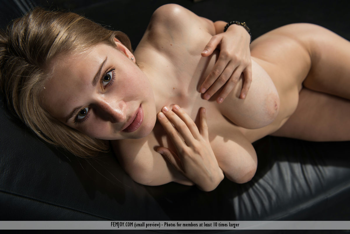 bella-o-big-tits-naked-jeans-femjoy-09