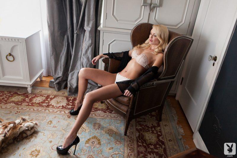 shera-bechard-nude-blonde-mirror-playboy-01