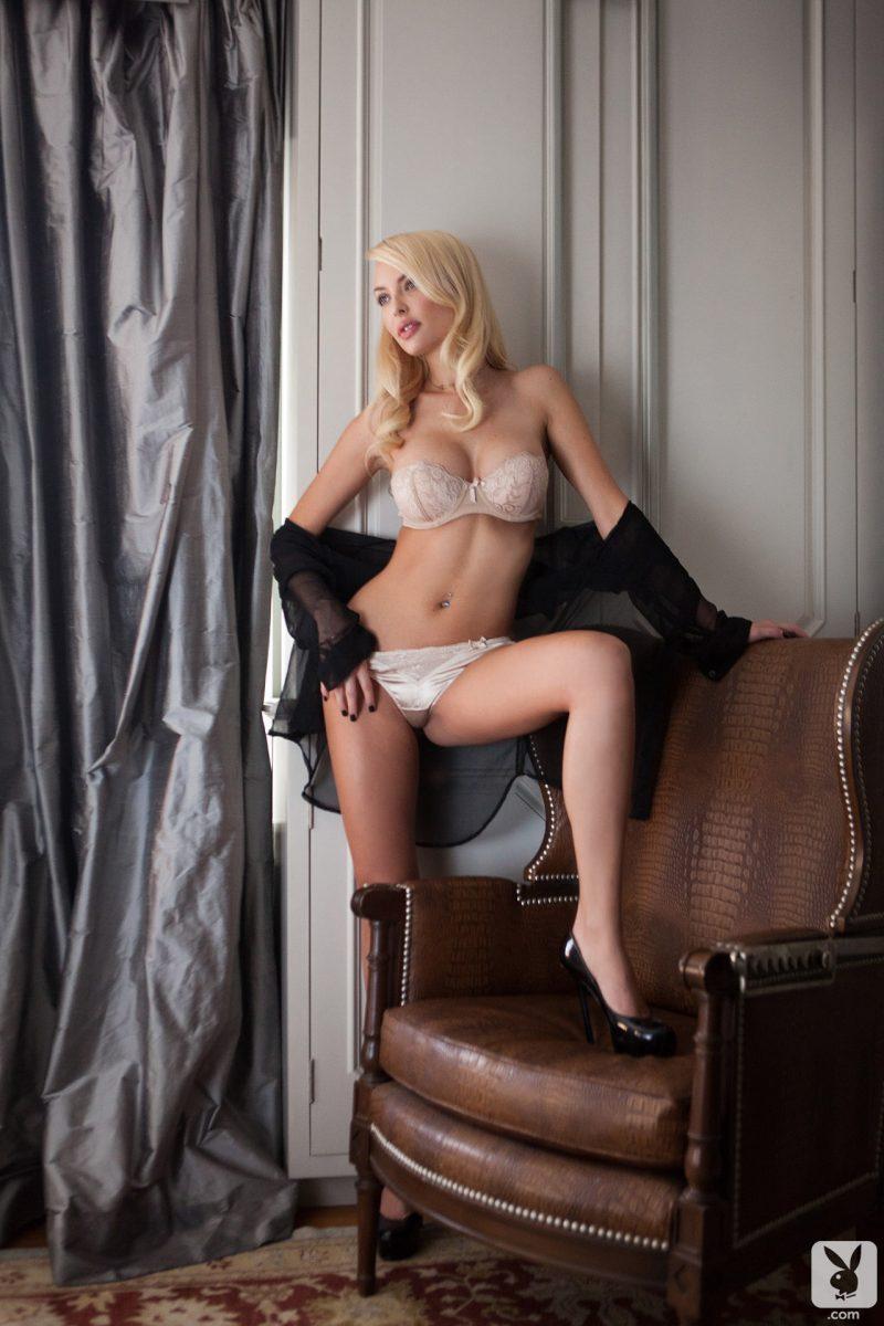 shera-bechard-nude-blonde-mirror-playboy-03