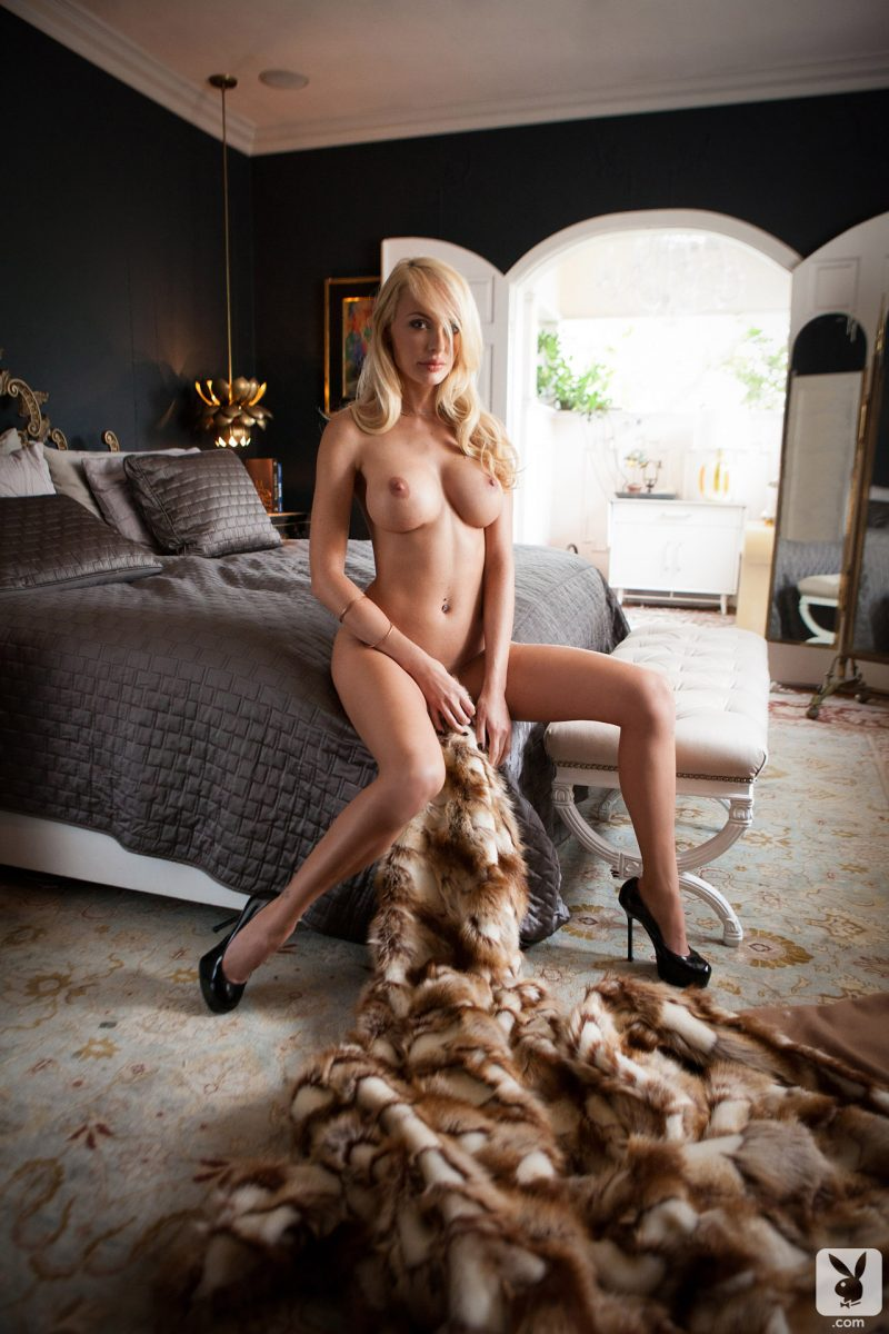 shera-bechard-nude-blonde-mirror-playboy-24