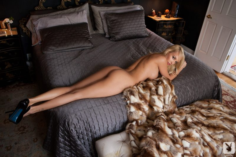 shera-bechard-nude-blonde-mirror-playboy-27