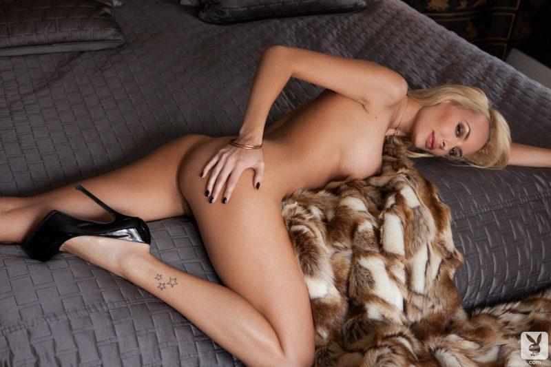 shera-bechard-nude-blonde-mirror-playboy-28