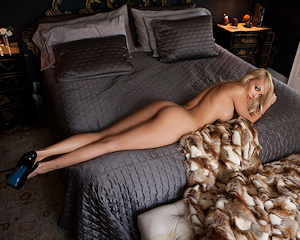 shera-bechard-nude-blonde-mirror-playboy