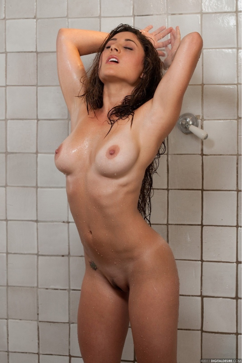 Share Naked in shower can