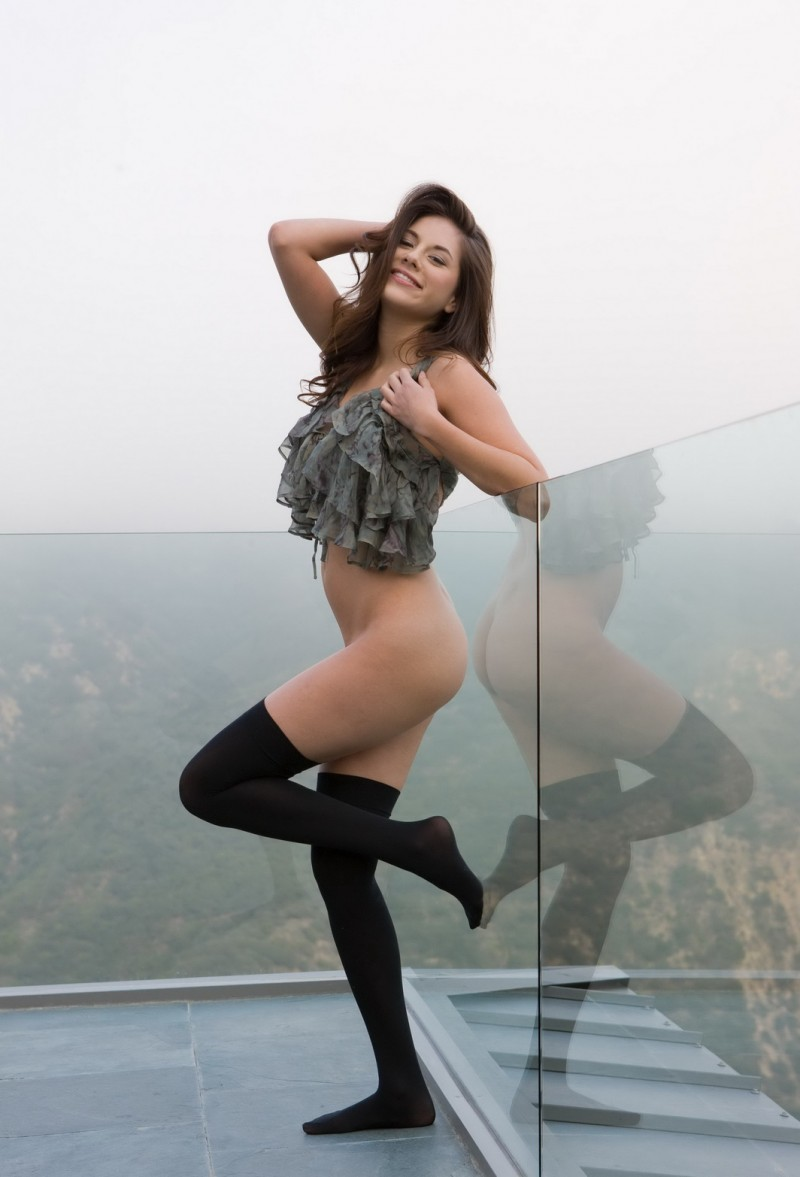 shyla-jennings-roof-balcony-stockings-nude-02
