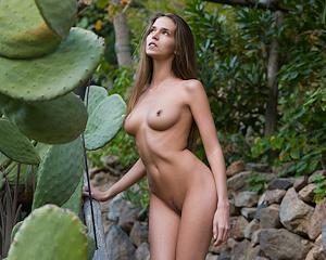 simona-nude-bird-cage-femjoy