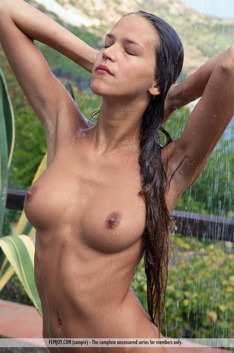 girl in outdoor shower fucked