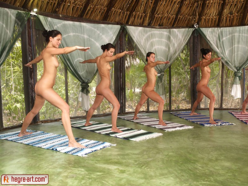 nude-group-yoga-08