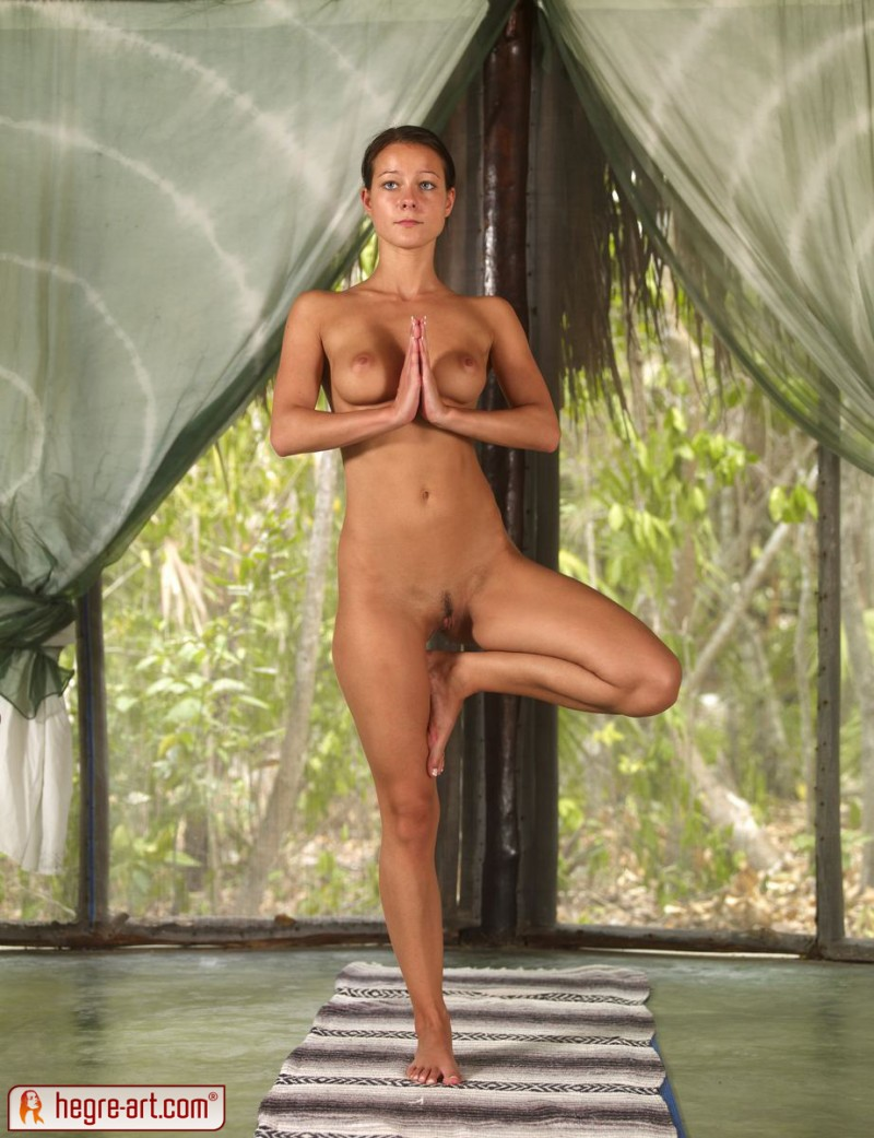 nude-group-yoga-13