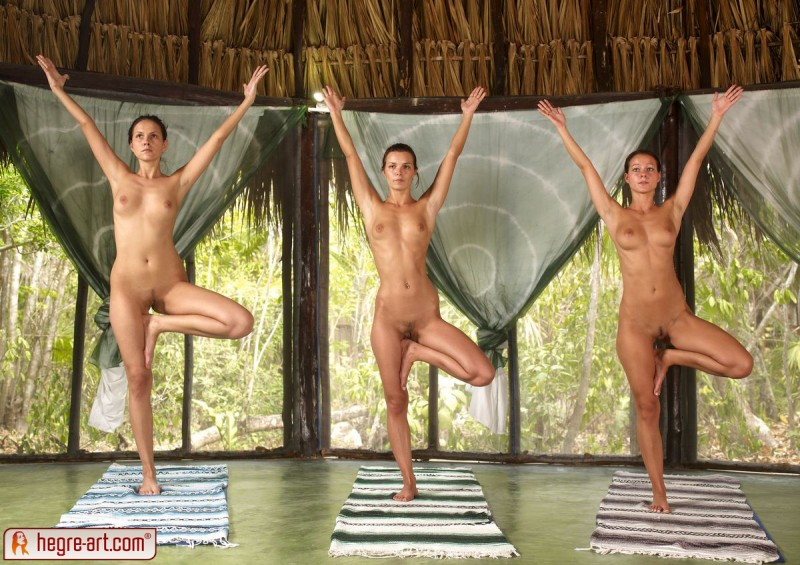 nude-group-yoga-15