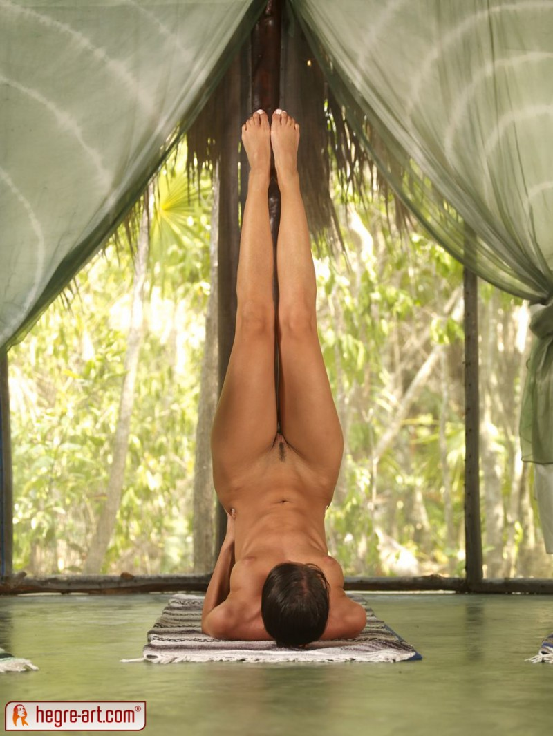 nude-group-yoga-16
