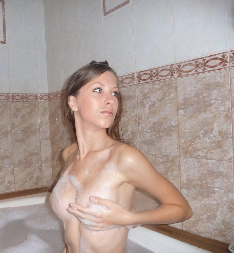 amateur-nude-skinny-girl-bath-09