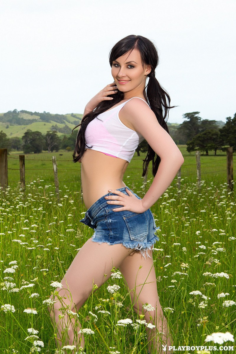 skylar-leigh-jeans-shorts-meadow-naked-playboy-02