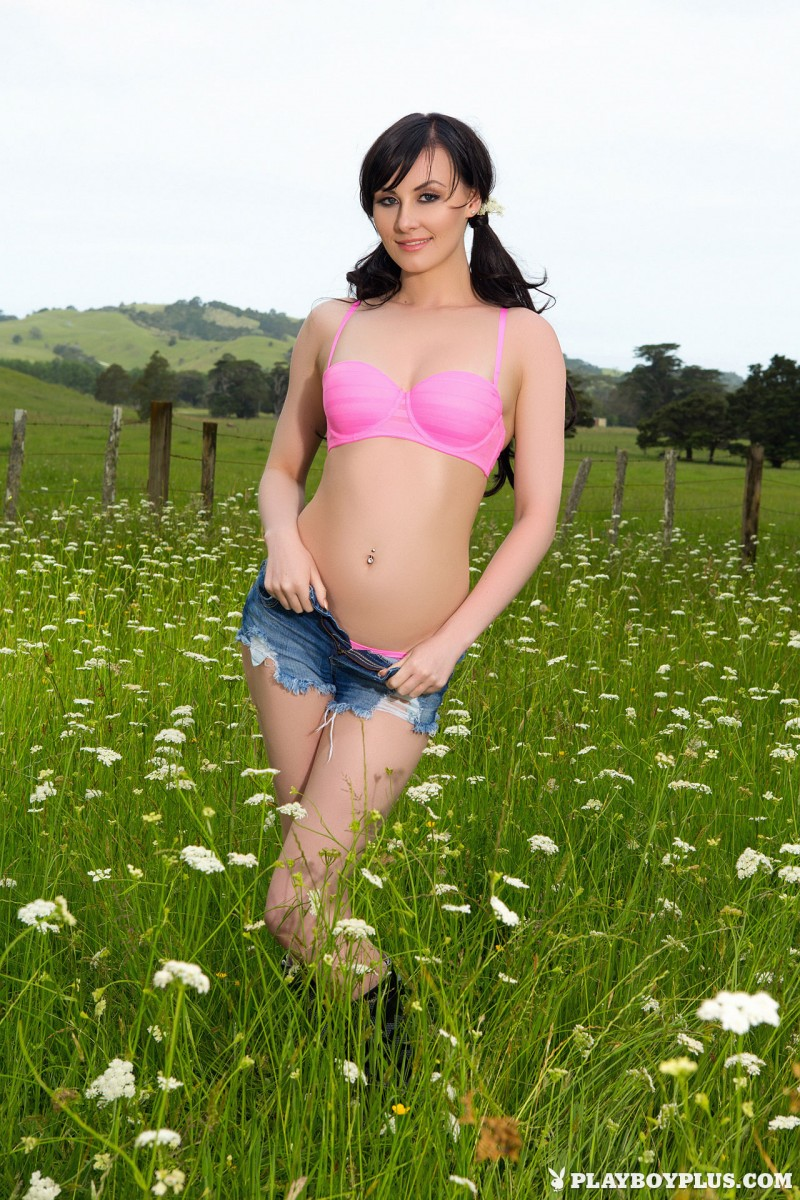 skylar-leigh-jeans-shorts-meadow-naked-playboy-03