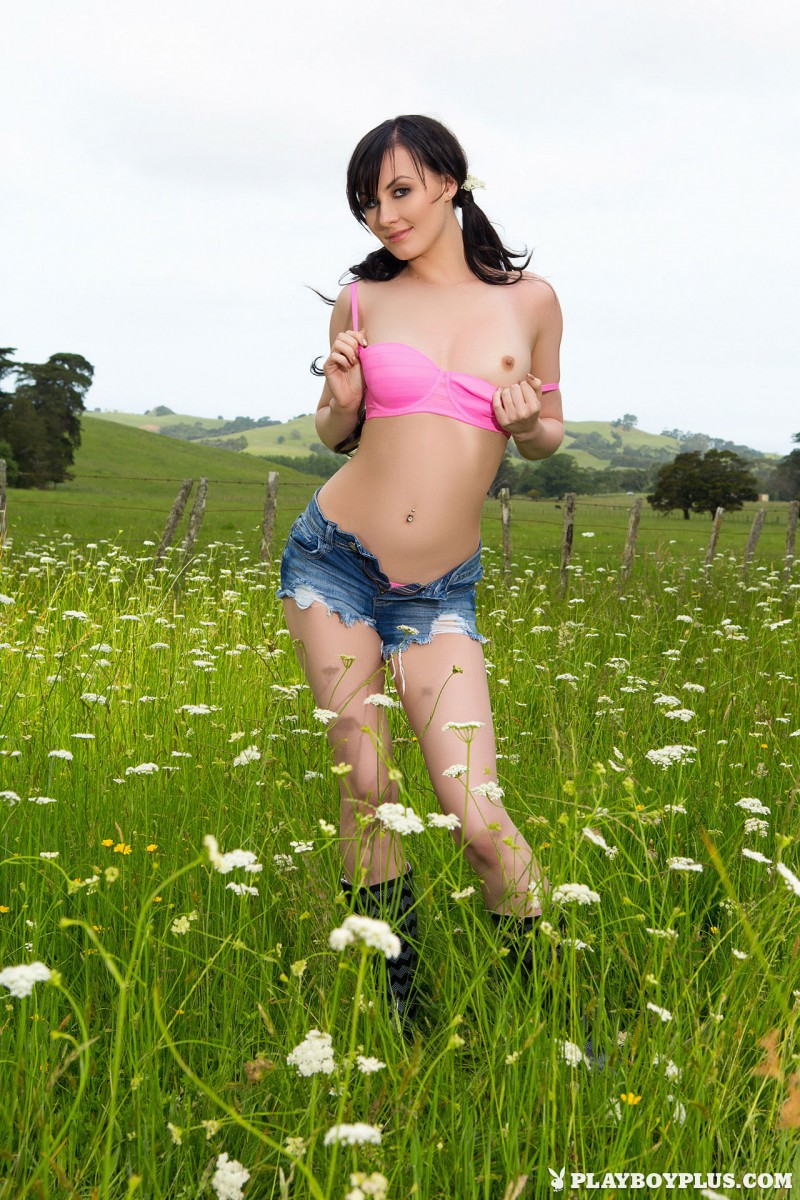 skylar-leigh-jeans-shorts-meadow-naked-playboy-05