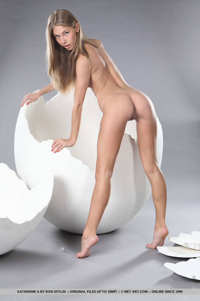 katherine-a-big-egg-met-art-11