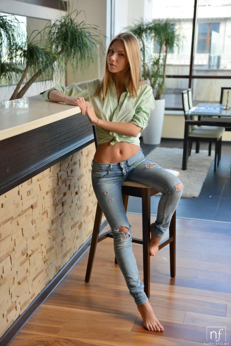 ebbi-jeans-nude-nubiles-01