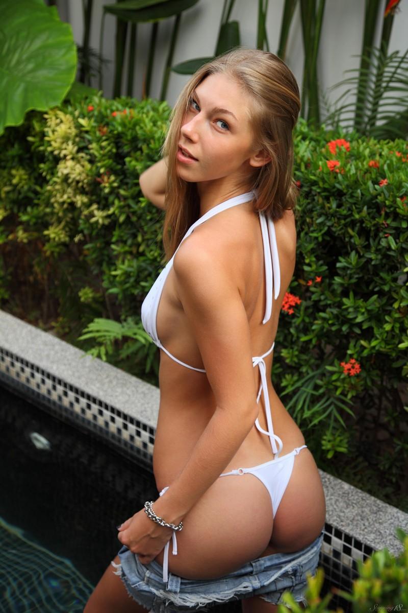 anjelica-bikini-pool-watermelon-stunning18-07