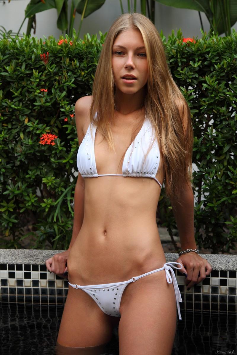 anjelica-bikini-pool-watermelon-stunning18-08