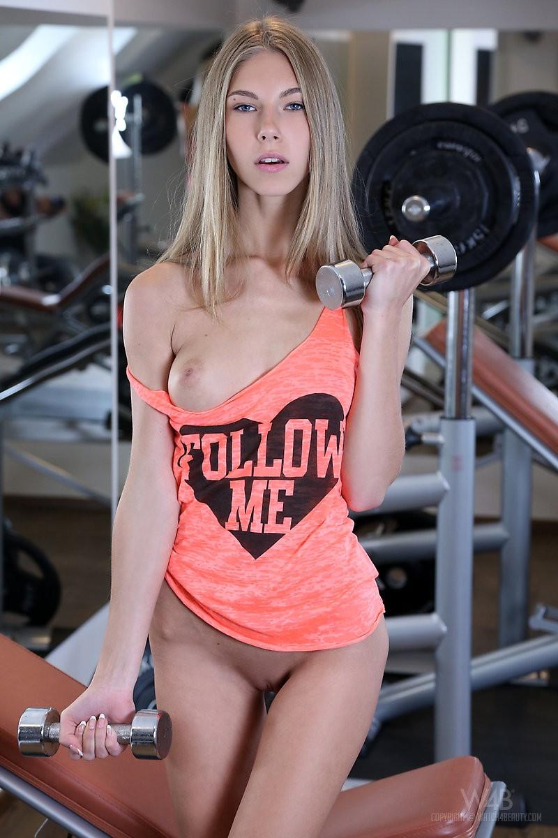 abby-skinny-gym-naked-watch4beauty-04
