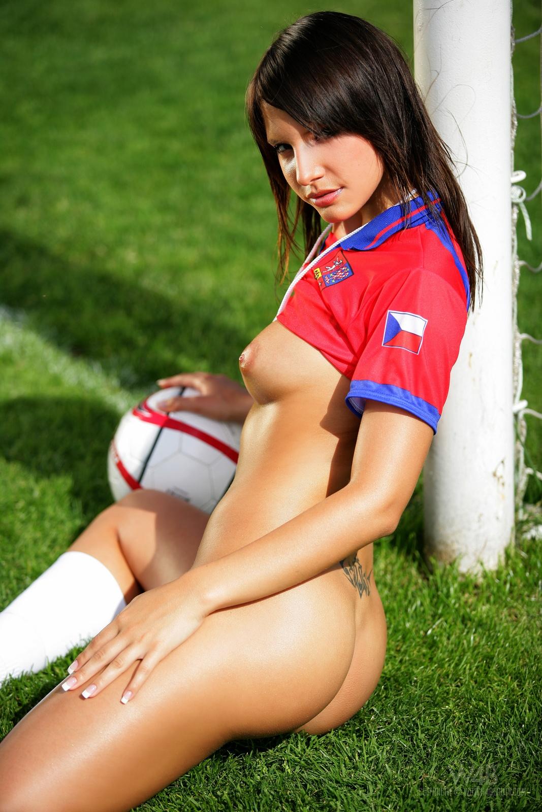 monika-vesela-nude-football-watch4beauty-15
