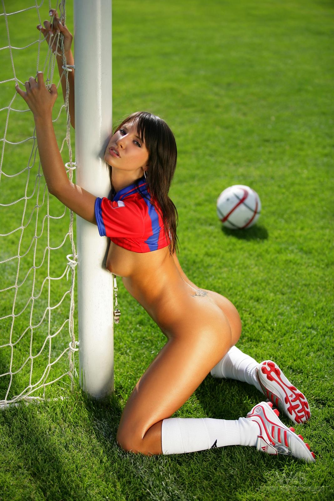 monika-vesela-nude-football-watch4beauty-27