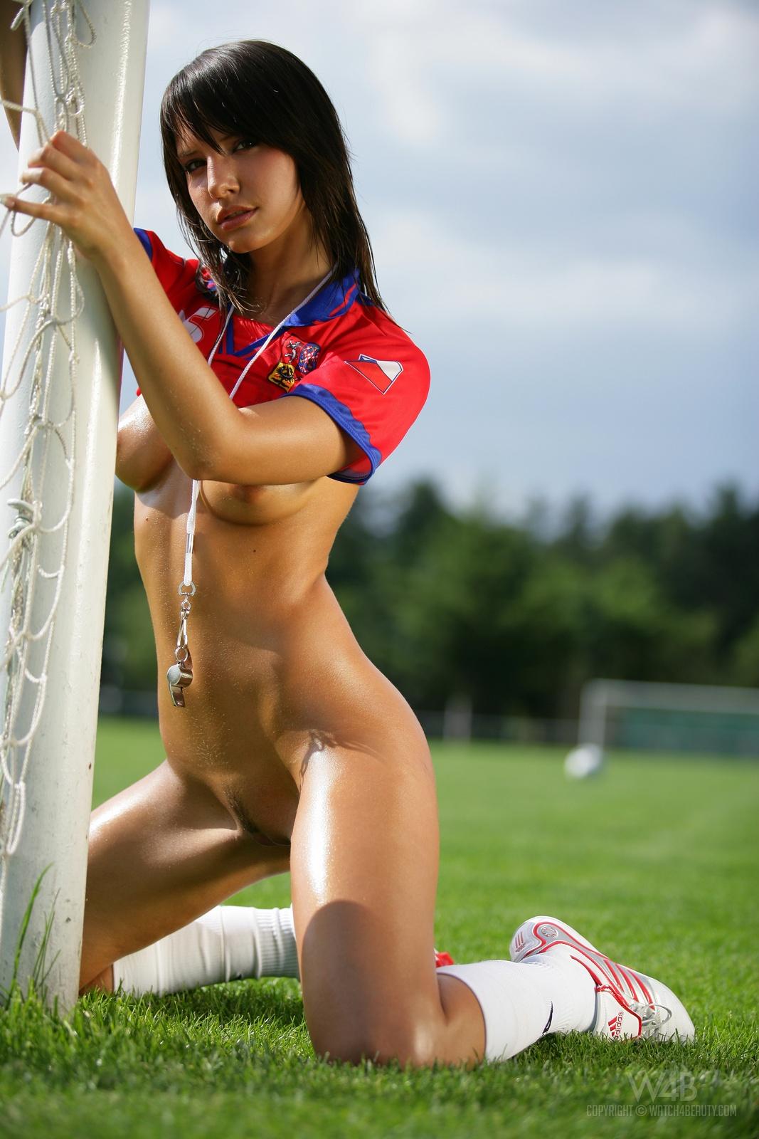 monika-vesela-nude-football-watch4beauty-29