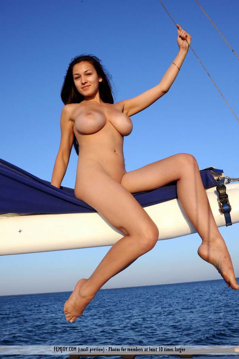 sofi-nude-yacht-femjoy-03