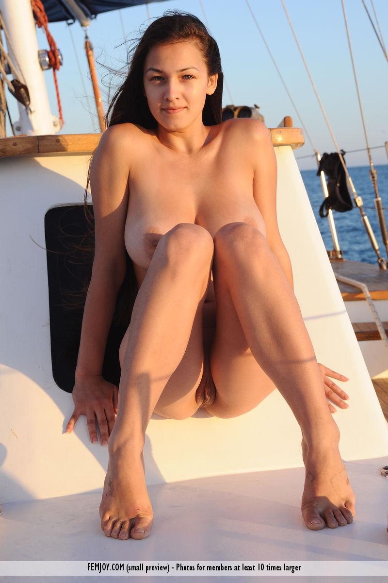 sofi-nude-yacht-femjoy-10