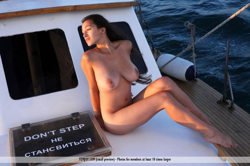 sofi-nude-yacht-femjoy-15